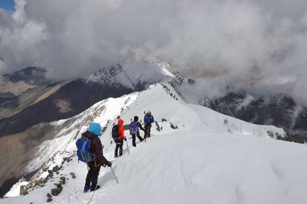 Paluumatkalla piti olla entistä tarkempana askeleidensa kanssa, vaikka jo 9 tuntia kiivettyämme väsymys alkoi painaa.